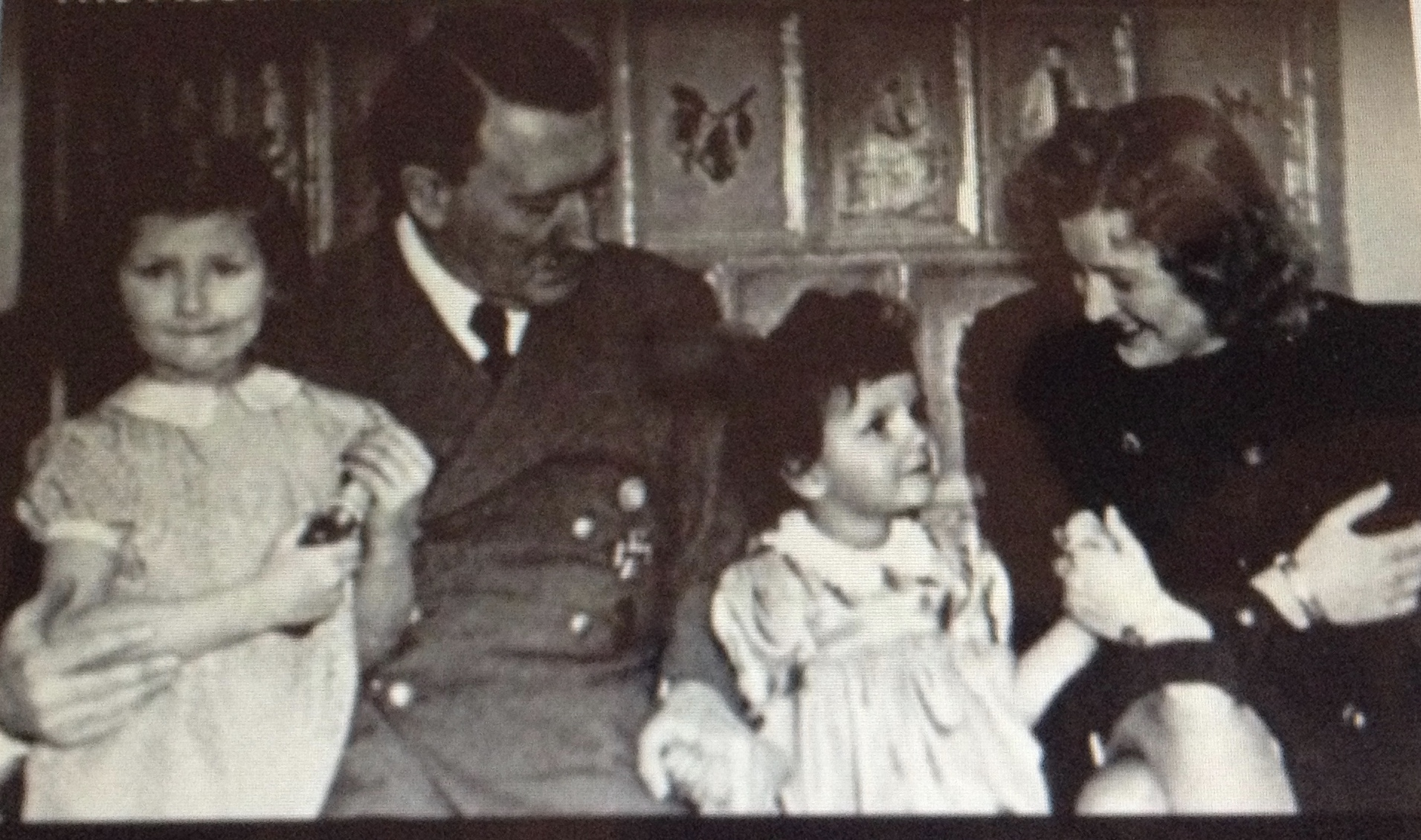 Фото адольфа гитлера с детьми